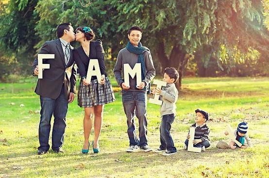 Photo de famille avec le mot famille