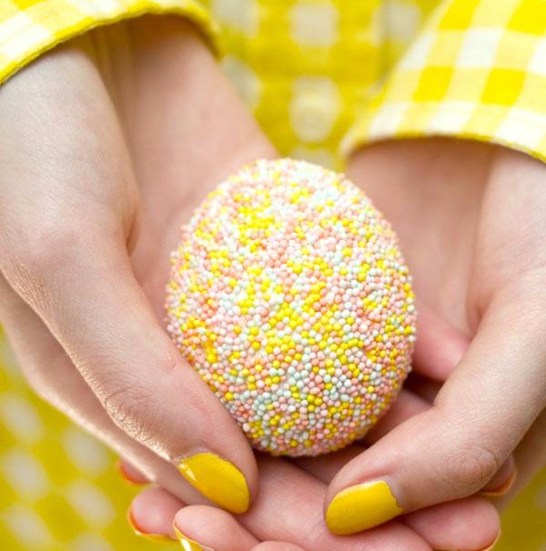 Oeufs de Pâques et paillettes
