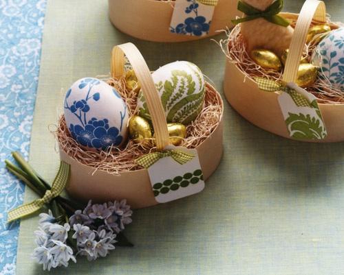 Oeufs de Pâques en serviette